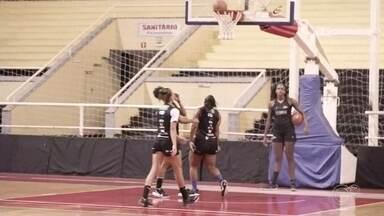 Sorocaba e Ituano se enfrentam pelo Campeonato Paulista de basquete - Sorocaba e Ituano entram em quadra nesta quinta-feira (12), às 19h, no ginásio Gualberto Moreira, em Sorocaba (SP), em duelo válido pelo Campeonato Paulista de basquete feminino.