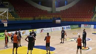 Mogi Basquete se prepara para a estreia no NBB contra o Bauru nesta sexta - Time mogiano fará as cinco primeiras partidas no Hugão, que é uma das sete sedes do primeiro turno.