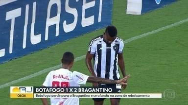 Botafogo perde para o Bragantino por 2 a 1 - Time afunda na zona de rebaixamento.