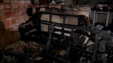 Bebê de 7 meses tem 70% do corpo queimado durante incêndio em Araçatuba - Uma bebê de 7 meses sofreu queimaduras de segundo grau em 70% do corpo durante um incêndio em uma casa, no bairro Jardim do Trevo, em Araçatuba (SP), na tarde desta terça-feira (17).
