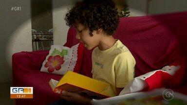 Estudante de 9 anos vai representar Petrolina no 'Concurso Ler Bem' - Luan Cássio aprendeu a ler quando tinha 5, e depois não parou mais.
