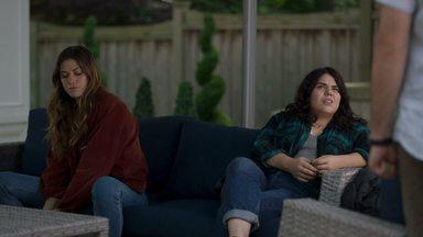 O Toque - Jess relutantemente concorda em deixar Murphy e Max viajarem juntos. No percurso, Murphy tem um flashback com Tyson. Jess e Joy percebem que têm mais em comum do que pensavam.