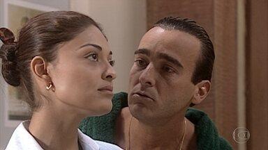Danilo insiste que Rita vá dançar tango com ele - Rita fica resistente com o convite