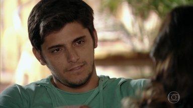 Natália diz a Juliano que pode estar grávida - O pescador fica atônito. Quirino dá carinho para Doralice depois da consulta médica