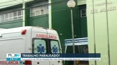 Funcionários de OS do Hospital São João Batista iniciam paralisação - Colaboradores que prestam serviços para a Organização Social do hospital de Volta Redonda reclamam de salários atrasados.
