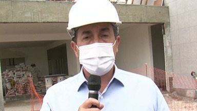 Candidato à reeleição, prefeito Marcus Melo visita obra - Melo detalhou propostas para a área da saúde.