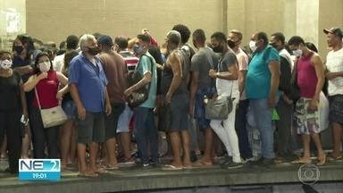 Passageiros do metrô enfrentam dificuldade na volta para casa após trem sair dos trilhos - Linha Sul está operando com via única, o que provocou aumento do tempo de espera
