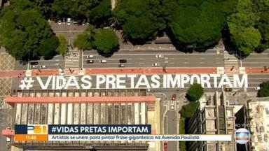 Inscrição 'Vidas Pretas Importam' é pintada na Avenida Paulista - Pintura foi realizada na madrugada deste sábado (21) e contou com apoio da CET, que bloqueou três faixas da avenida no sentido Consolação.