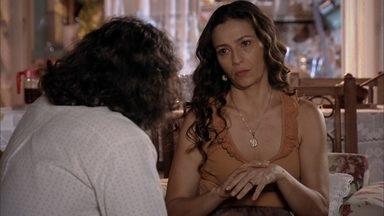 Bibiana lamenta grosseria de Hélio - Donato se irrita ao saber que o filho foi rude com a mãe. Bibiana e o marido trocam declarações de amor