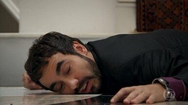 Leozinho desmaia ao ver que Fedora está viva - A patricinha comunica que Teodora morreu no acidente