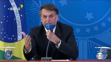 """Presidente Bolsonaro afirmou numa rede social que não há vídeo ou áudio sobre """"gripezinha"""" - Presidente tentou relativizar as declarações que deu ao longo da pandemia."""