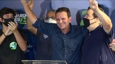 Eduardo Paes é eleito prefeito do RJ - Na disputa entre o atual prefeito e o ex, os cariocas deram ampla vitória a Eduardo Paes, do DEM, que governou o Rio entre 2009 e 2016. E, agora, vai para o terceiro mandato.