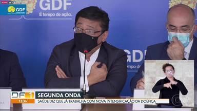 Secretário de Saúde admite que GDF já trabalha com possibilidade de segunda onda - Segundo Osnei Okumoto, população relaxou nas medidas de prevenção à doença.