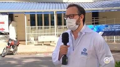 'Dezembro Vermelho' busca aumentar a visibilidade de infectados com o vírus HIV - Dezembro é o mês voltado para ações que chamem a atenção para prevenção e assistência às pessoas infectadas com o vírus HIV. A cidade de Jundiaí (SP) oferece exames gratuitos para os moradores da região.
