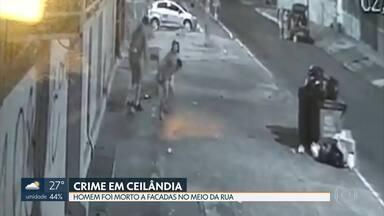 Homem é morto a facadas na rua, em Ceilândia - Ele estava sentado na calçada com a companheira, quando foi atacado por dois homens. Levou várias facadas nas costas e no pescoço. Uma câmera de segurança gravou o crime.