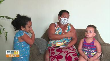 Mães reclamam do não recebimento do crédito referente à merenda escolar, em Caruaru - Alunos passaram a receber R$ 40 por mês após a pandemia.