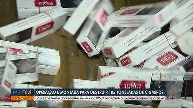 Mais de 100 toneladas de cigarros são destruídas em Foz do Iguaçu - Sete carretas trouxeram os cigarros para serem destruídos.