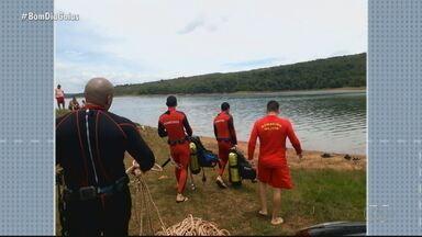 Bombeiros encontram corpo no Lago Corumbá 4 - Ele estava desaparecido desde domingo, quando foi nadar no Lago. Corpo estava a 4 metros de profundidade.