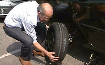 Mão na Roda: cuidado com os pneus - O piloto Luciano Burti mostra a necessidade de cuidar bem dos pneus do seu automóvel. Em caso de freadas bruscas, eles podem evitar um grande acidente ou até salvar a sua vida.