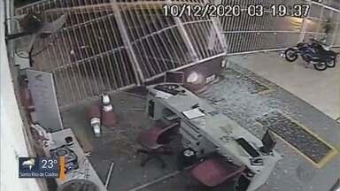 Criminosos furtam motocicleta em concessionária de Passos - Criminosos furtam motocicleta em concessionária de Passos