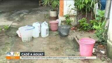 Moradores reclamam que falta de água já dura mais de um mês - Em Realengo, os moradores precisaram se adaptar para conseguir ao menos um pouco de água para necessidades básicas.