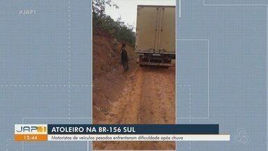 Veículos sofrem com atoleiros no trecho sul da BR-156, entre Macapá e Laranjal do Jari - Com a chuva, a pista, que não é pavimentada, fica escorregadia, o que dificulta a passagem de veículos. Dnit diz que empresa faz manutenção no trecho.