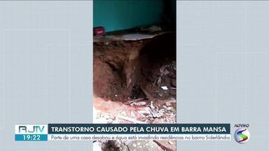 Moradores do bairro Siderlândia, em Barra Mansa, estão enfrentando transtornos após chuva - Parte de uma casa desabou e água está invadindo residências no bairro