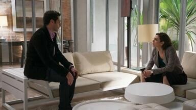 Beto afirma a Adriana que ama Tancinha - Adriana alerta que o amigo vai acabar prejudicando a feirante. Beto insiste que Apolo seja mandado para correr no exterior