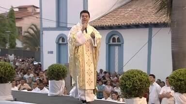 Padre Robson de Oliveira e mais 17 pessoas viraram réus por desvio de dinheiro de fiéis - Grupo é acusado de organização criminosa, apropriação indébita, falsidade ideológica e lavagem de dinheiro.