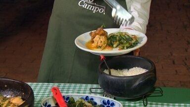 Receita Nosso Campo: aprenda a fazer galinha abruzzesa - No Nosso Campo deste domingo, aprenda a preparar uma galinha abruzzesa com escarola, cheiro verde e alecrim.