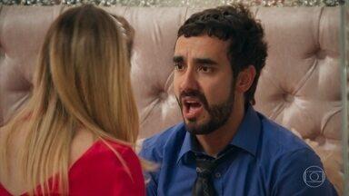 Leozinho se sente culpado pela morte de Teodora e tem um pesadelo - Fedora se assusta com o comportamento do marido e tenta acalmá-lo