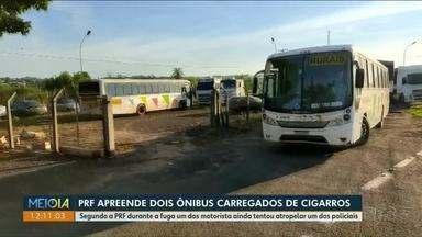PRF apreende dois ônibus carregados de cigarros - Segundo a PRF durante a fuga um dos motorista ainda tentou atropelar um dos policiais.