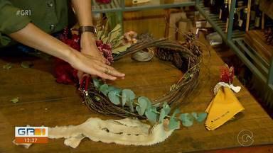 Confira como fazer uma guirlanda de natal feita com folhas secas - Uma dica barata pra deixar o ambiente mais bonito é utilizar o que a natureza oferece.