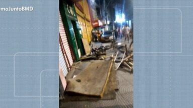 Carro bate em moto e motociclista fica ferido, em Salvador - Caso ocorreu na noite de sexta-feira (19), no bairro da Liberdade.