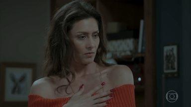 Simone sonda Joyce sobre como ela reagiria se soubesse das intenções de Ivana - A filha de Silvana disfarça ao sondar a tia, mas Ivana fica apreensiva com a reação da mãe