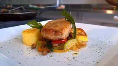 Na culinária o prato é o pirarucu - Chef de cozinha ensina receita com o peixe, mandioca e queijo curado