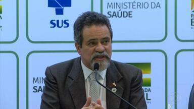 """Ministério da Saúde apresenta três datas possíveis para começar vacinação contra a Covid - Os brasileiros terão que esperar, no mínimo, mais três semanas. """"Na melhor hipótese, nós estaríamos começando a vacinação a partir do dia 20 de janeiro"""", disse o secretário-executivo da pasta."""
