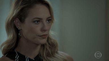 Bibi expulsa Jeiza de sua casa - Policial novamente é ameaçada e confronta a esposa de Rubinho. Cândida, Aurora e Edinalva ficam horrorizadas com a cena