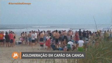 Aglomerações são registradas na beira da praia em Capão da Canoa - Assista ao vídeo.