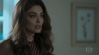 Ritinha pede que Bibi a ajude a visitar Zeca - A sereia vai até a casa da perigosa e pede ajuda para entrar no presídio onde o caminhoneiro está preso