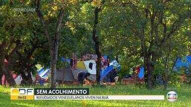 Refugiados venezuelanos vivem na rua - Cerca de 30 índios venezuelanos estão em Brasília desde julho. O dinheiro pra comida vem do que eles conseguem pedindo nos sinais e do auxílio que receberam por causa da pandemia.
