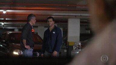 Cassiano decide continuar cuidando de Samuel no hospital - Arruda é levado preso