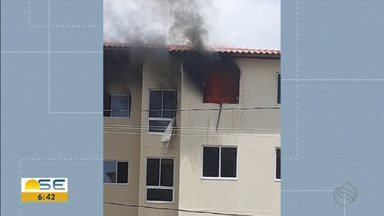 Bombeiros são acionados para conter fogo em apartamento em Aracaju - Incêndio aconteceu no Bairro Porto Dantas