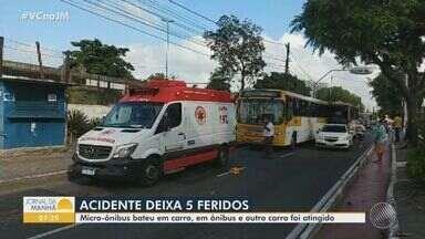 Acidente entre quatro veículos deixa cinco pessoas feridas na Avenida Suburbana - A batida ocorreu na manhã de domingo (10).