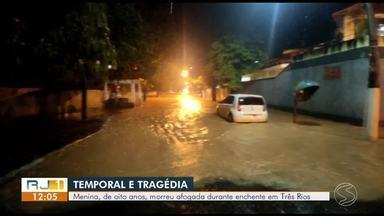 Carro é arrastado e criança morre afogada após temporal em Três Rios - Menina estava em um carro que foi arrastado pela força da água no bairro Purys. Prefeitura decretou estado de calamidade.
