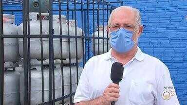Revendedores de gás de cozinha começam a repassar reajuste ao consumidor - O reajuste de 6% no preço do gás de cozinha, feito na semana passada pela Petrobras, já começa a ser repassado aos consumidores nas revendas de Bauru.