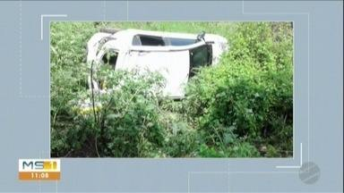 Idosa de 74 anos fica ferida após carro capotar na BR-262 - MS1