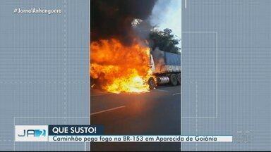 Caminhão pega fogo na BR-153, em Aparecida de Goiânia - A cabine da carreta ficou totalmente destruída.