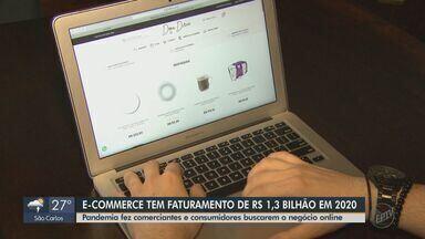 Comércio eletrônico fatura R$ 1,3 bilhão com vendas em 2020 - Pandemia fez comerciantes e consumidores aderirem ao negócio online.