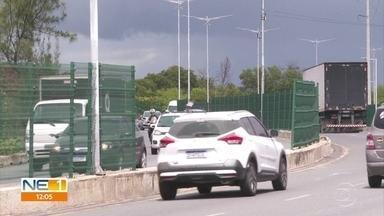 Desaparecimento de grades da Via Mangue vira rotina - Via expressa foi inaugurada há cinco anos, com custo de R$ 500 milhões aos cofres públicos.